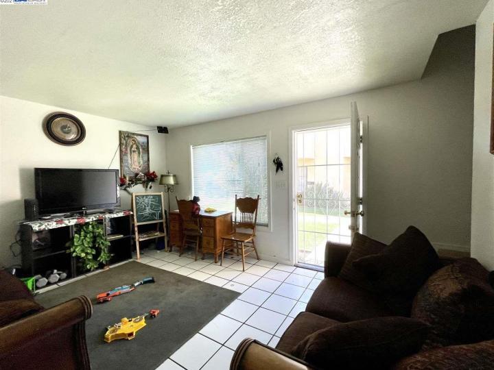 141 E 15th St Pittsburg CA Multi-family home. Photo 2 of 12