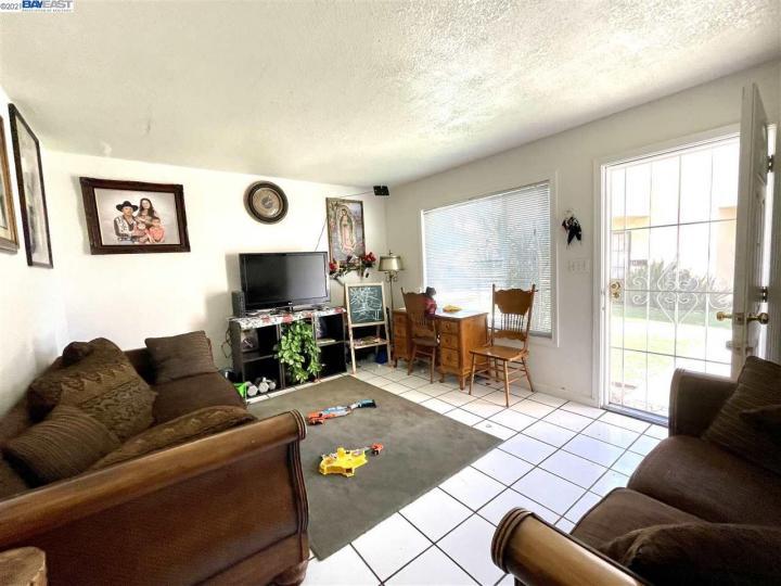 141 E 15th St Pittsburg CA Multi-family home. Photo 3 of 12