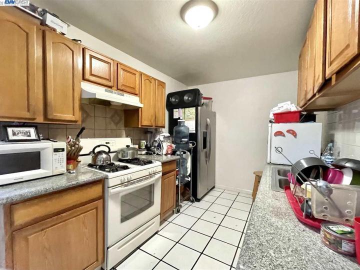 141 E 15th St Pittsburg CA Multi-family home. Photo 4 of 12