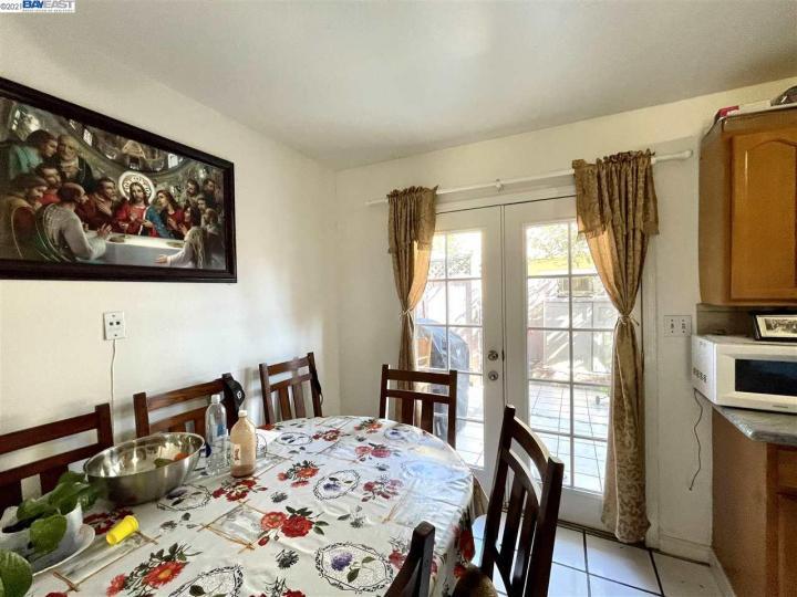 141 E 15th St Pittsburg CA Multi-family home. Photo 5 of 12