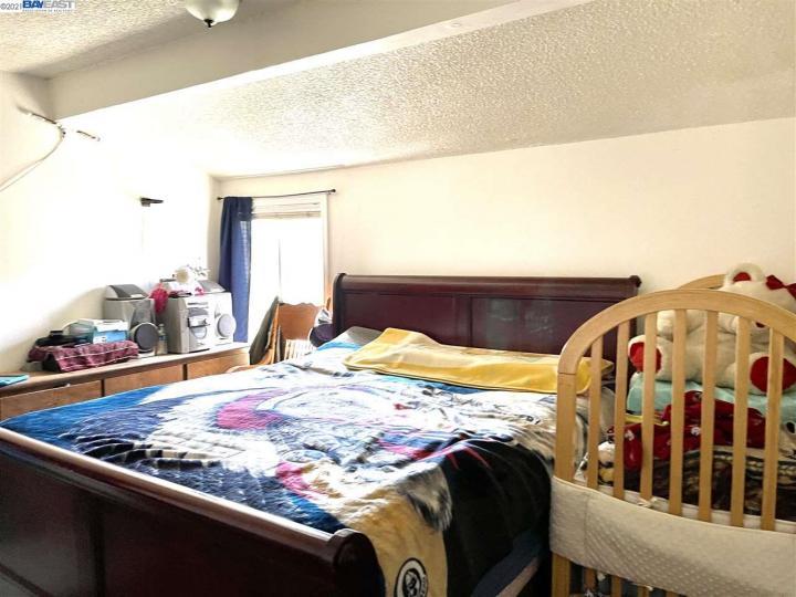141 E 15th St Pittsburg CA Multi-family home. Photo 6 of 12