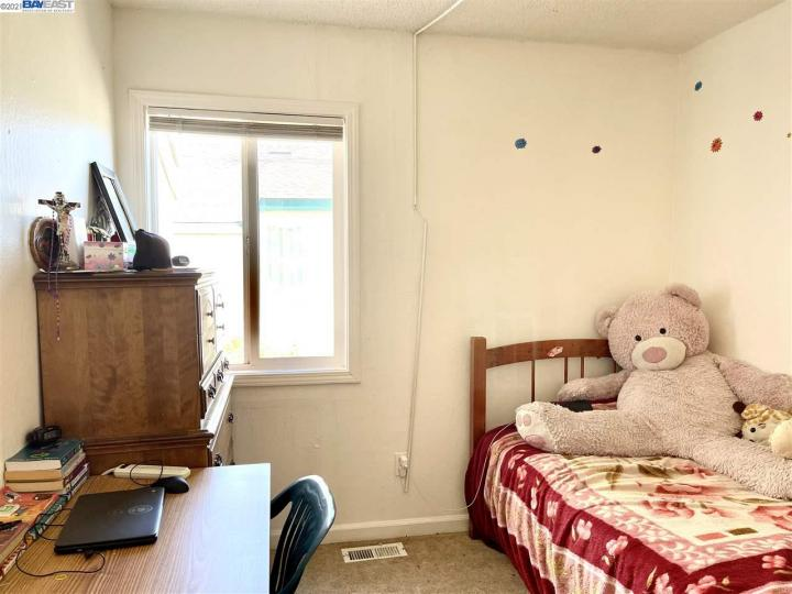 141 E 15th St Pittsburg CA Multi-family home. Photo 9 of 12