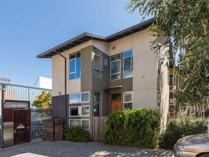 18 Ealing Ln, Oakland, CA, 94608 Townhouse. Photo 1 of 24