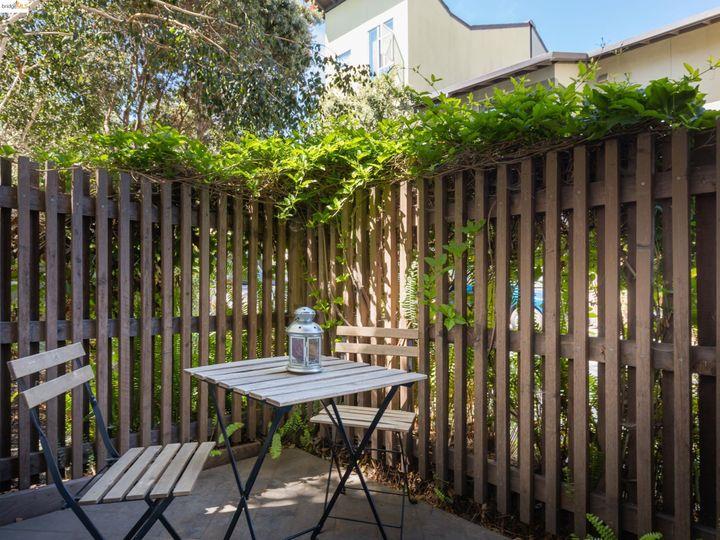 18 Ealing Ln, Oakland, CA, 94608 Townhouse. Photo 19 of 24