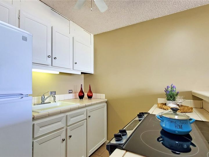 Canal House condo #1206. Photo 5 of 16