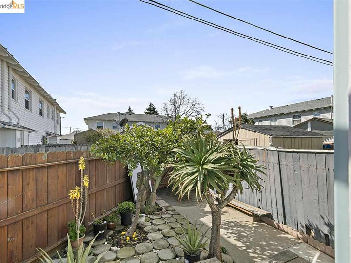 328 W Macdonald Ave, Richmond, CA, 94801 Townhouse. Photo 18 of 25