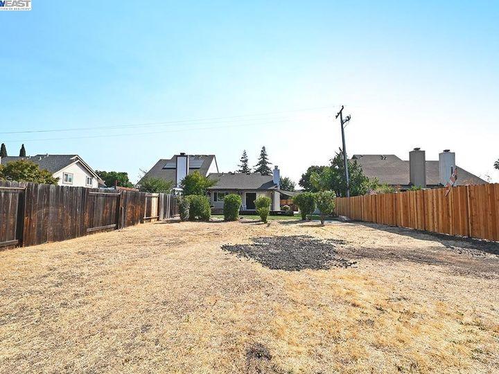 836 Bellflower St Livermore CA Multi-family home. Photo 22 of 23