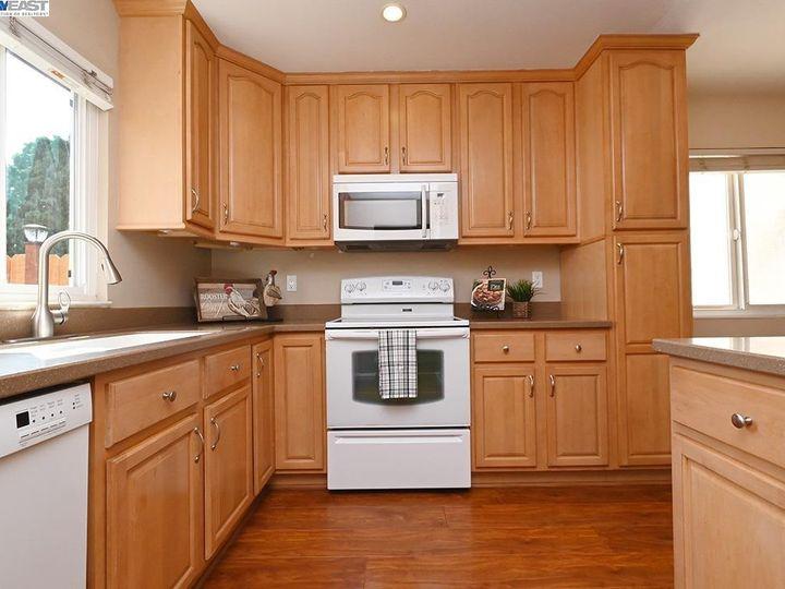 836 Bellflower St Livermore CA Multi-family home. Photo 5 of 23