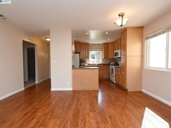 836 Bellflower St Livermore CA Multi-family home. Photo 6 of 23