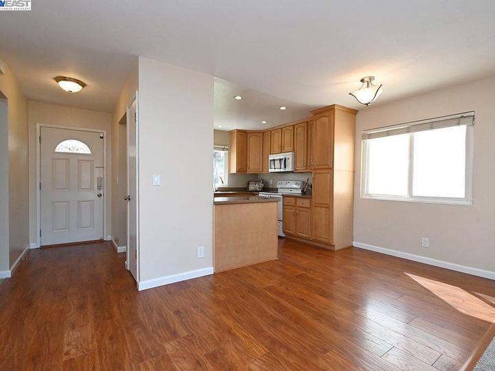 836 Bellflower St Livermore CA Multi-family home. Photo 7 of 23