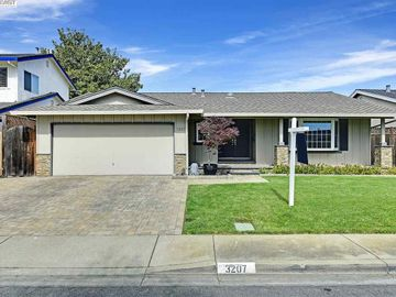 3207 Mackenzie Pl, Brookvale, CA