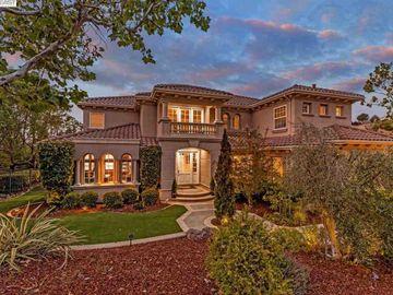 5796 Country Club Pkwy, Silvercreek, CA