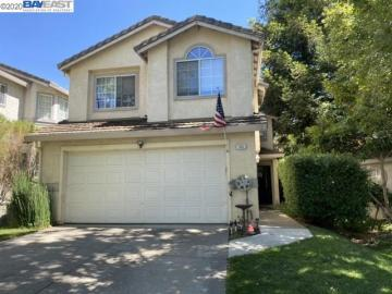 950 Country Run Dr, Parkside, CA