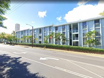 98-1038 Moanalua Rd unit #7-305, Pearlridge, HI